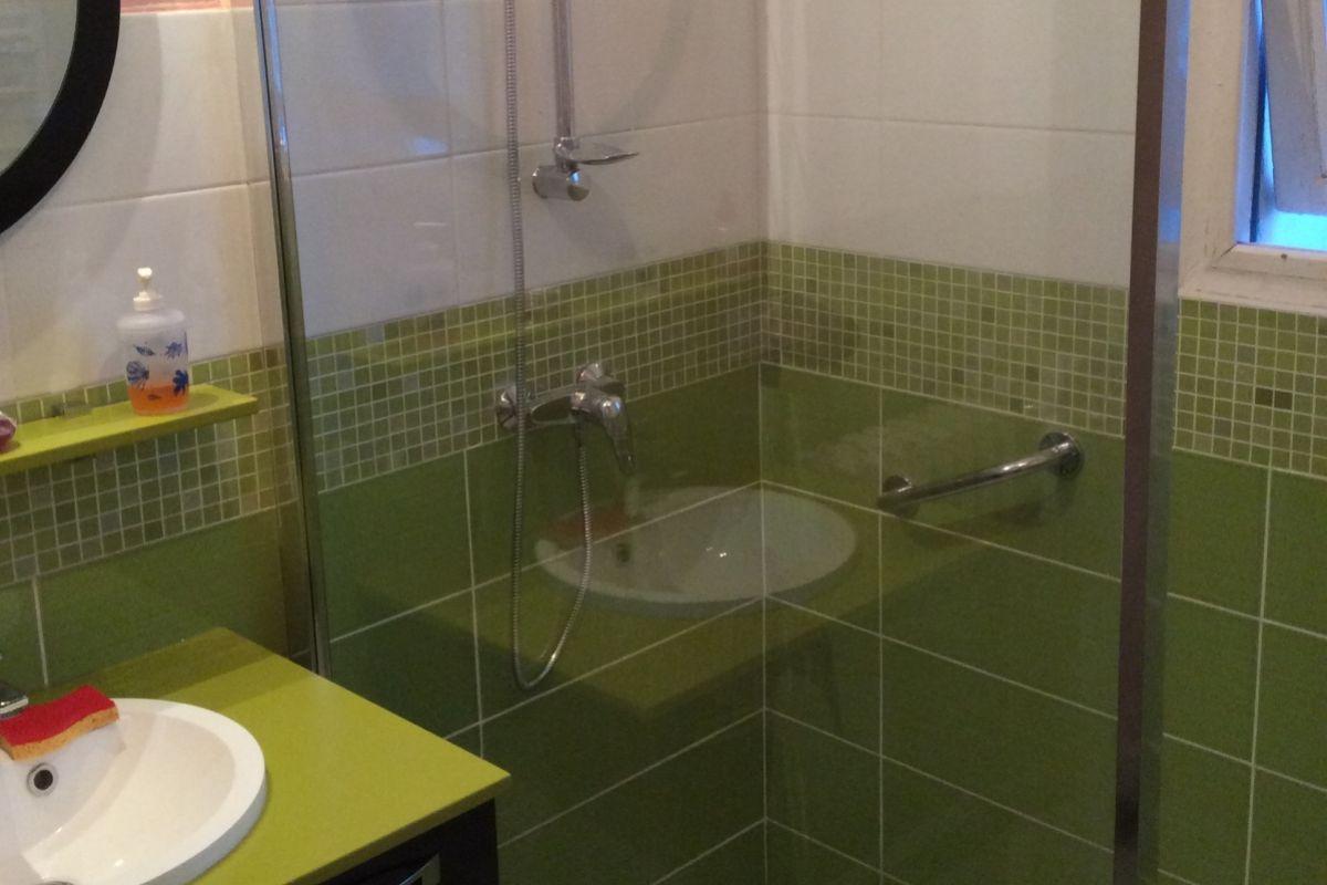 Salle de bain mosaique couleur for Faience salle de bain mosaique